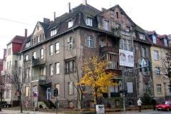 zu sanierendes Mehrfamilienhaus